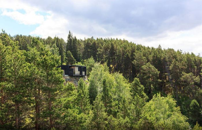 Secluded Cabins In The Woods That Are Perfect For A Getaway (47 pics)