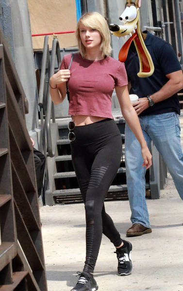 Guy Caught Creepily Staring At Taylor Swift Gets The Photoshop Treatment (51 pics)