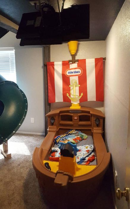 Father Of The Year Builds An Amazing Bedroom For His Son (40 pics)