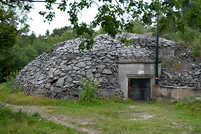 Inside An Abandoned Military Battery Vara In Norway (55 pics)