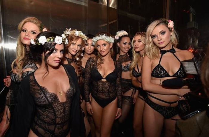 Sexy Photos From The Midsummer Night's Dream Party At The Playboy Mansion (29 pics)