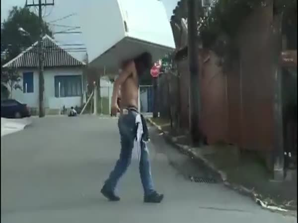 Now This Guy Knows How To Move A Fridge