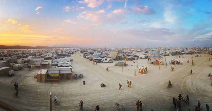 The Most Incredible Photos From Burning Man 2016 (25 pics)