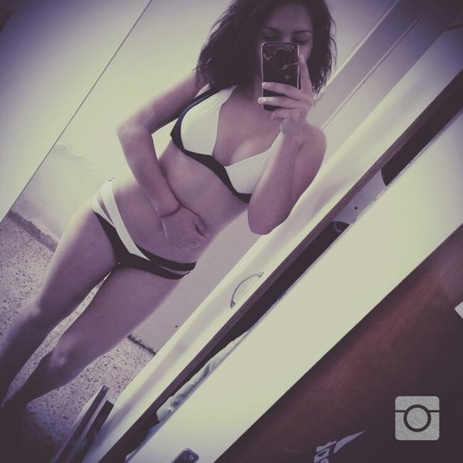 A Hot Collection Of Gorgeous Girls Taking Sexy Selfies (28 pics)