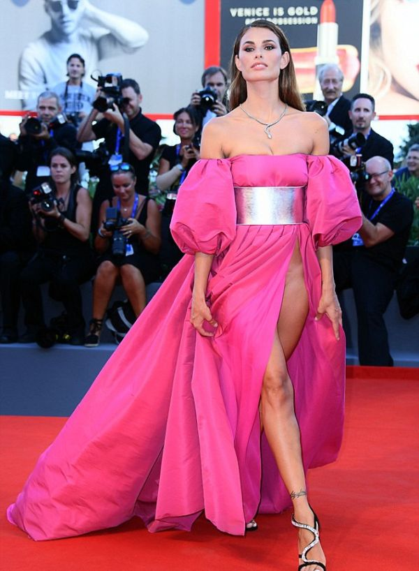Giulia Salemi And Dayane Mello Forgot To Wear Underwear To The Venice Film Festival  (8 pics)