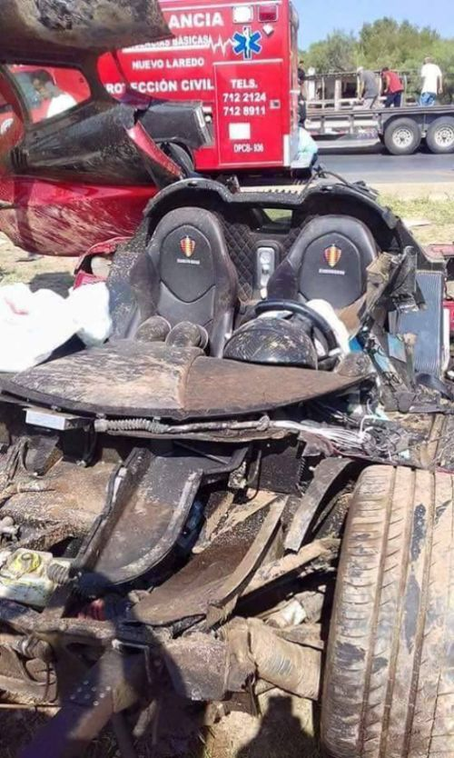 Koenigsegg CCX Totaled In Mexico After High Speed Crash (6 pics)