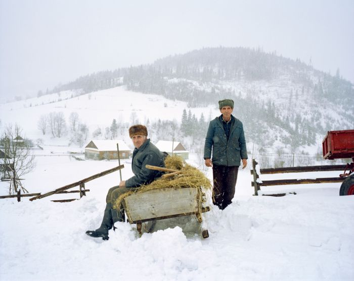 Photographer Captures Daily Life In A Ukrainian Village (26 pics)
