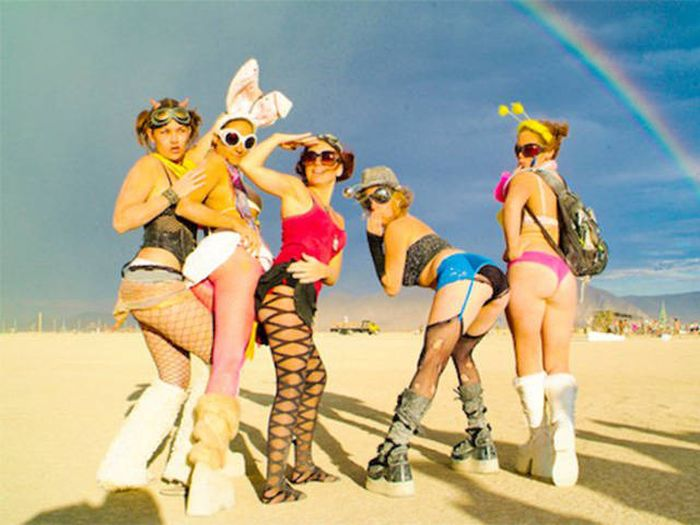 You Can Meet Some Beautiful Women At Burning Man Festival (46 pics)