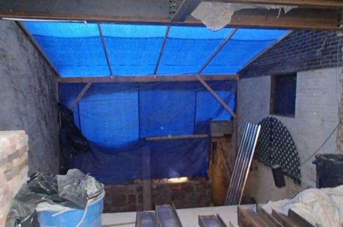 Man Hides New York Living Space Under A Patio (3 pics)