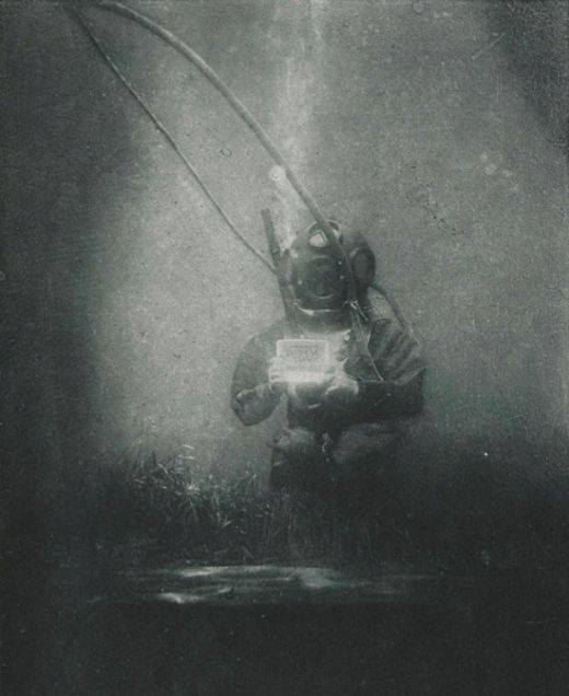 Take A Look At One Of The First Underwater Portraits Ever Taken (2 pics)