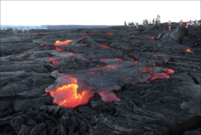 Lava From Kilauea Volcano In Hawaii Finally Reaches The Ocean (19 pics)