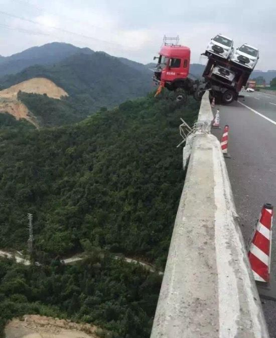 Car Carrier In China Almost Falls Off The Edge Of A Bridge (4 pics)