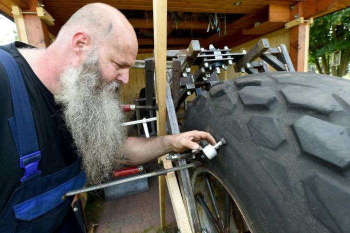 German Man Builds Heaviest Bike In The World (6 pics)