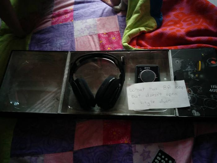 Two Brothers Get The Perfect Gift For Their Gamer Sister (19 pics)