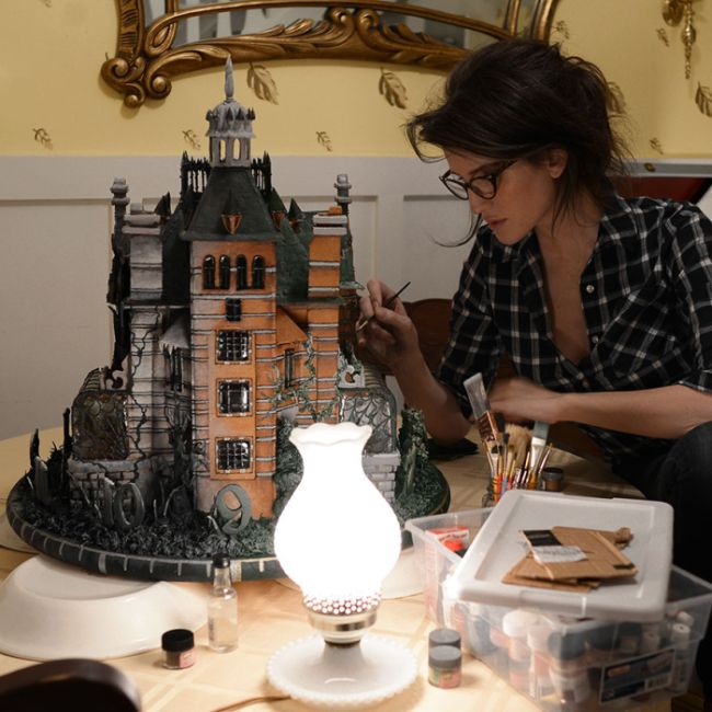 Artist Creates Edible Replica Of A House From Tim Burton's Newest Movie (4 pics)