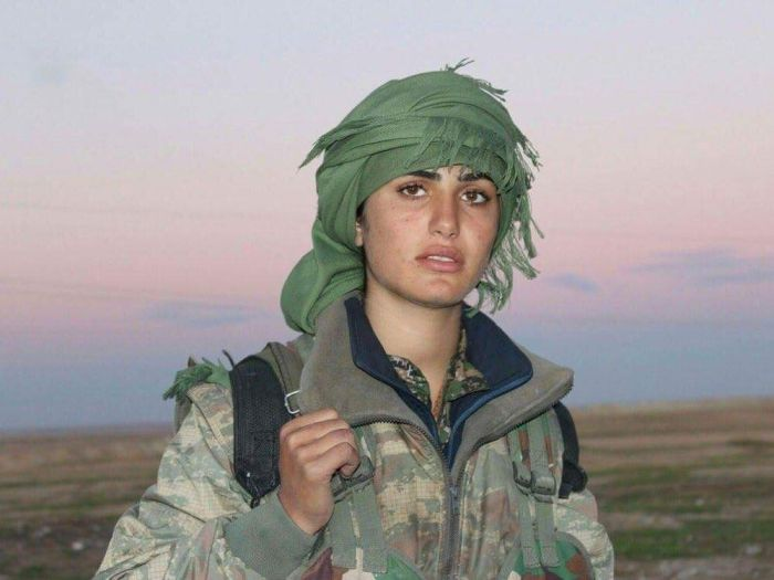 Kurdish Angelina Jolie Loses Her Life While Fighting ISIS (3 pics)
