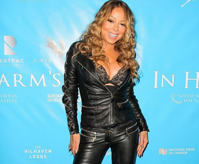 Mariah Carey Poses Naked And Shares A Sexy Bubble Bath Selfie (2 pics)