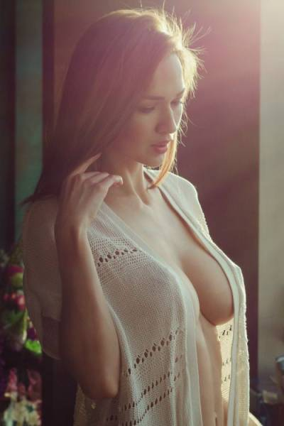 Busty Chests And Beautiful Babes Go So Well Together (61 pics)