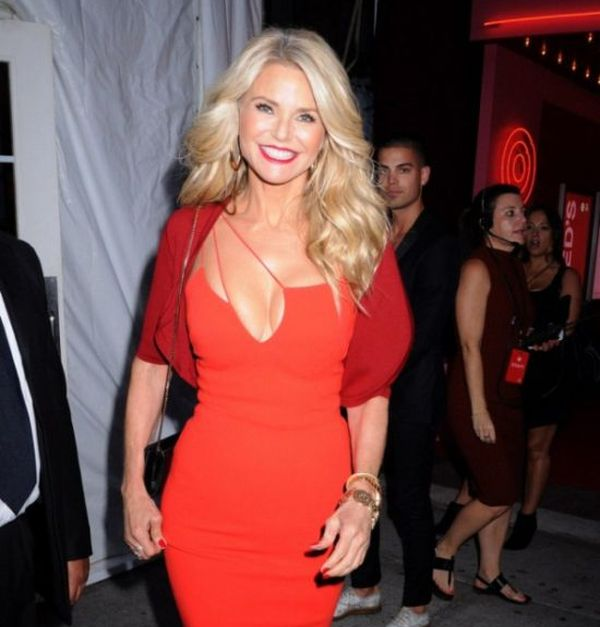 Christie Brinkley Stuns In A Red Dress At New York Fashion Week (7 pics)