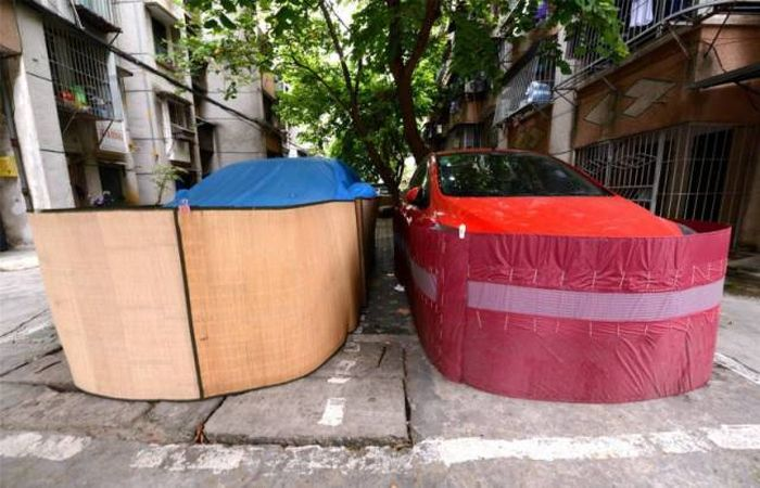 Drivers In This Chinese City Are Rat-Proofing Their Cars (8 pics)