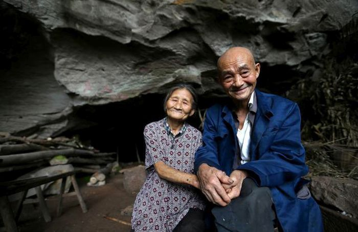 This Couple Have Lived In A Cave In China For 54 years (8 pics)