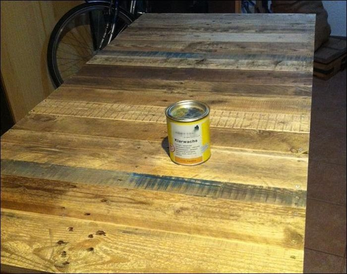 How To Build A Beautiful DIY Desk Using Wooden Pallets (10 pics)