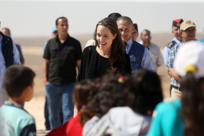 Angelina Jolie Urges World Leaders To Rescue Stranded Syrian Refugees (6 pics)