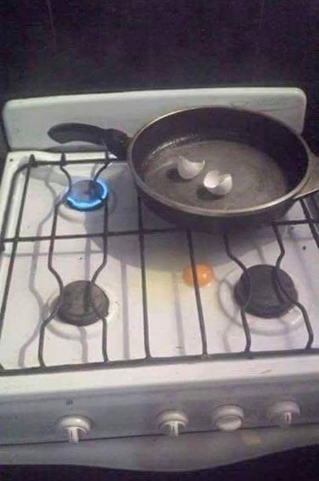 Pictures That Prove Cooking While Drunk Is Never A Good Idea (21 pics)