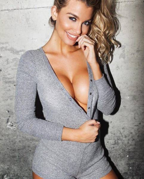 Everybody Loves A Gorgeous Girl With Chest Appeal (56 pics)