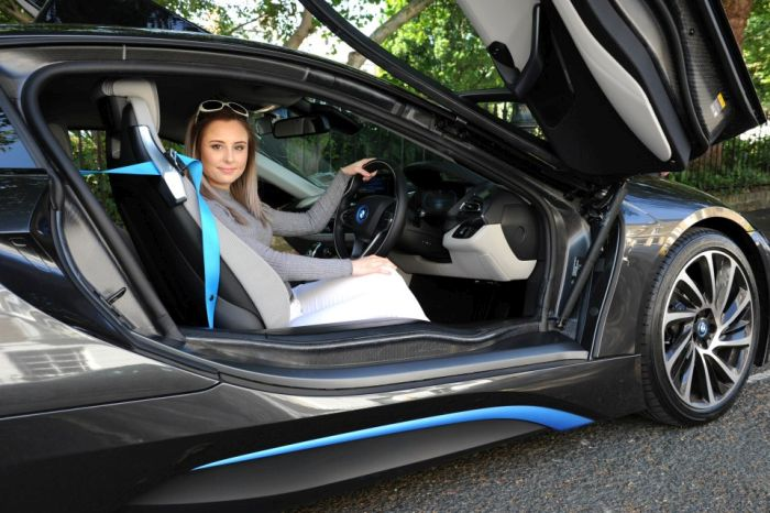 Teens In Britain Are Taking Driving Lessons In BMW Supercars (5 pics)