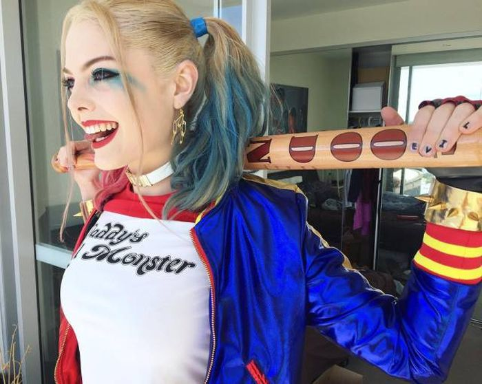 This Harley Quinn Cosplayer Bares A Striking Resemblance To Margot Robbie (7 pics)