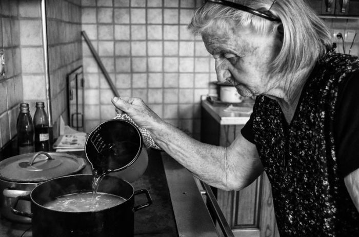 A Day In The Life Of An 83-Year-Old Grandma On The Farm (39 pics)