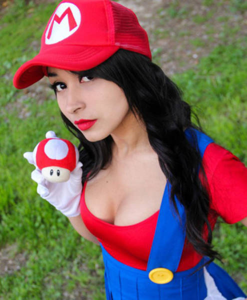 Sexy Video Game Girls That Like To Play (50 pics)