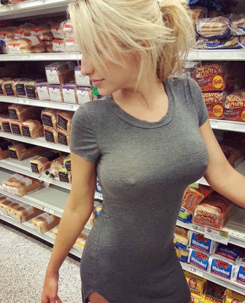Pictures That Prove All Girls Should Go Bra-Free (40 pics)