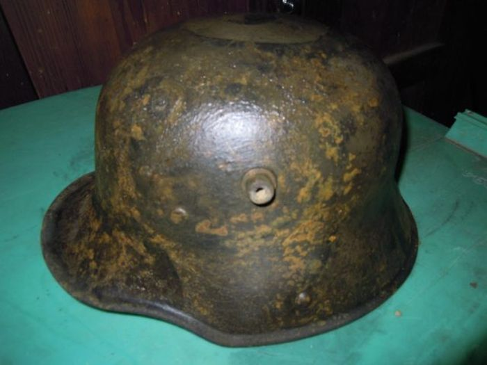 Massive Stash Of World War I Helmets Found In France (12 pics)