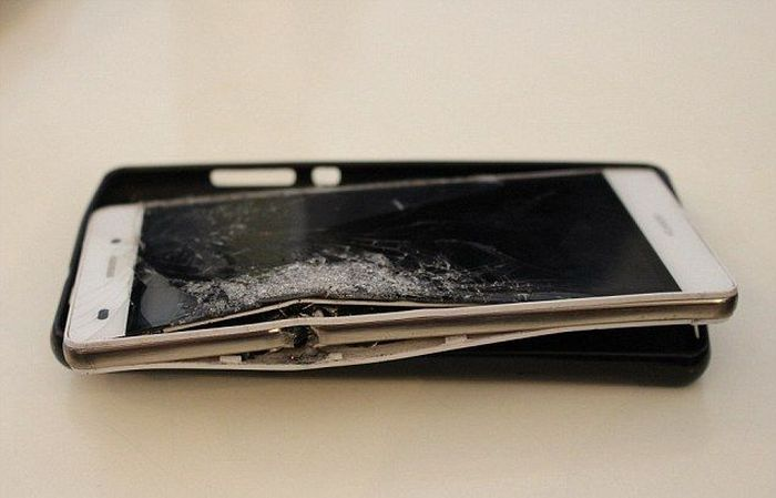 Smartphone Saves South African Businessman From Getting Shot (4 pics)