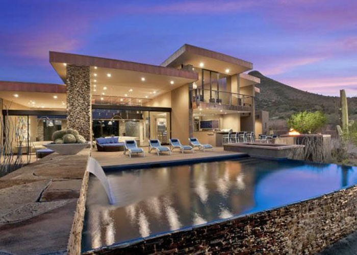 A collection of some of the coolest looking houses in the for Modern home builders phoenix