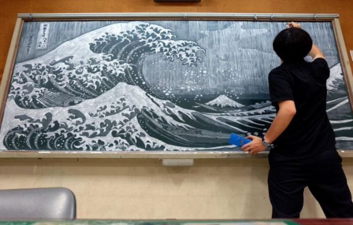School Art Teacher Creates Incredible Drawings On A Blackboard (13 pics)