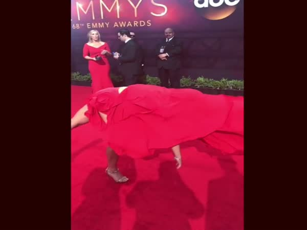 American Ninja Warrior's Jessie Graff Stuns At 2016 Emmy Awards
