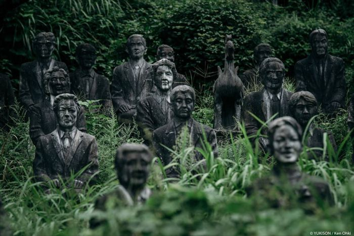This Park In Japan Is Home To Hundreds Of Statues (12 pics)