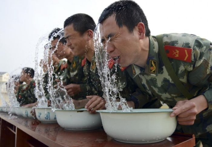 Chinese Soldiers Must Go Through Intense Training To Join The Military (30 pics)