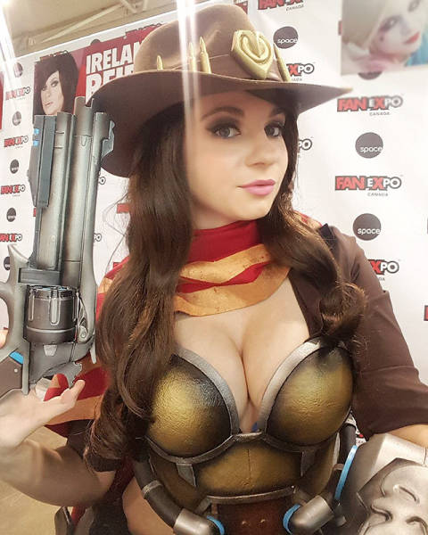 The Hot Cosplay Girls That Make Every Nerd's Fantasy Come True (47 pics)
