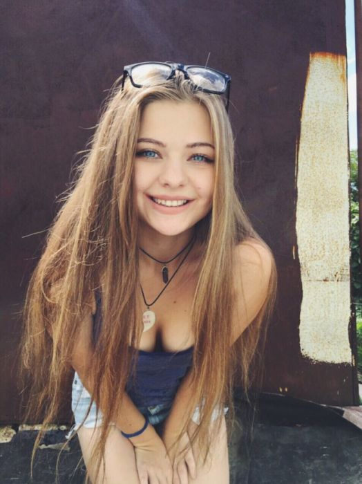 A Collection Of Beautiful Girls To Help Brighten Your Day (53 pics)