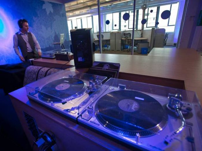 Google Has Some Of The Coolest Offices On The Planet (23 pics)