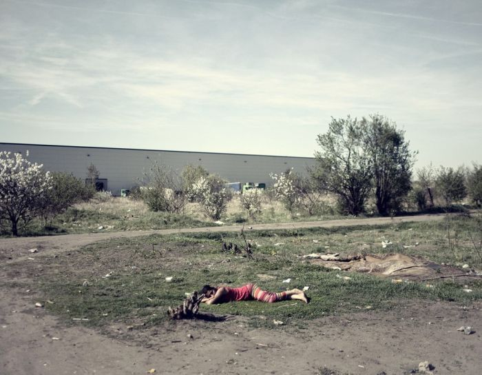 A Day In The Life Of Romanian Gypsies Living On The Polish border (17 pics)