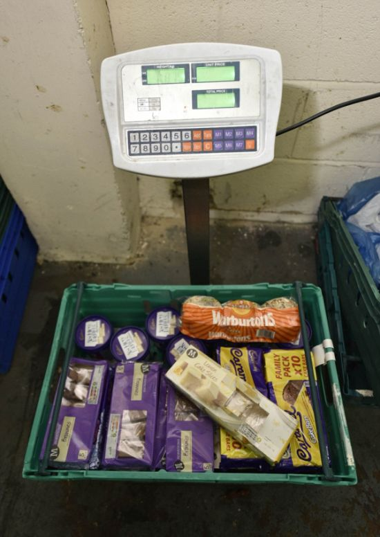 Britain's First Waste Supermarket Allows Customers To Pay What They Want (13 pics)