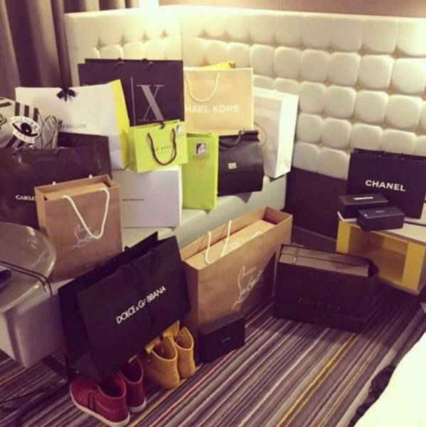 A Day In The Life Of A Compulsive Shopper (30 pics)