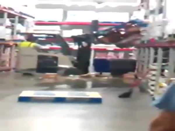 Dumbass Makes Huge Mess While Fellow Employees Ridicule Him
