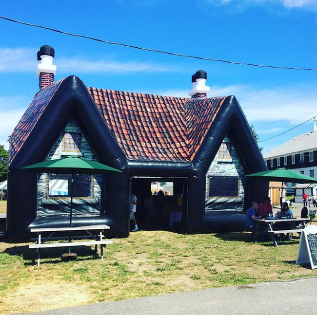 These Inflatable Irish Bars Are Perfect For A Party (6 pics)
