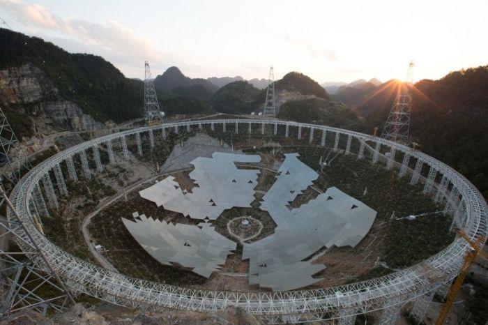 China Completes The World's Largest Radio Telescope (6 pics)